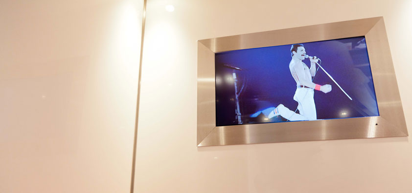 WC3 features HD TV screens with the option to show the ladies and gents different shows